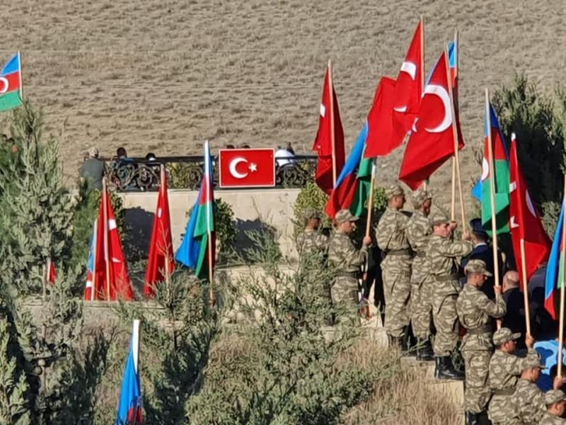 Azərbaycan və Türkiyə bayraqları ilə - MÖHTƏŞƏM YÜRÜŞ - FOTOLAR | Eurasia  Diary