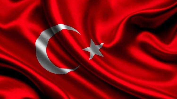 """<p><strong>T&uuml;rkiyə Yunanıstan arasında yeni qalmaqal &nbsp;- <span style=""""color:#e74c3c"""">T&uuml;rk bayrağına h&ouml;rmətsizlik</span></strong></p>"""