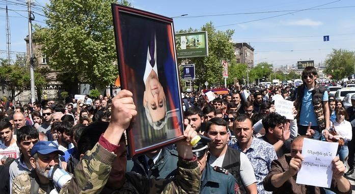 """Sarkisyan'ın istifası Ermenistan'da gerçek değişiklikler yapmak için yeterli değil"""" - Özel"""