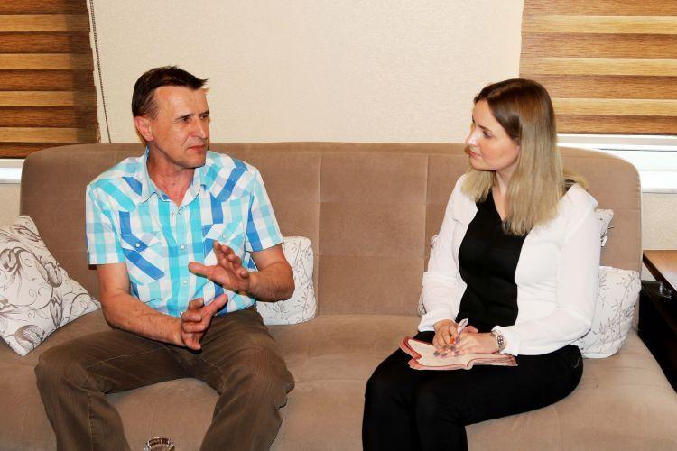 Rus yazar Azerbaycan'ın gümrüğünü eleştirdi - ÖZEL