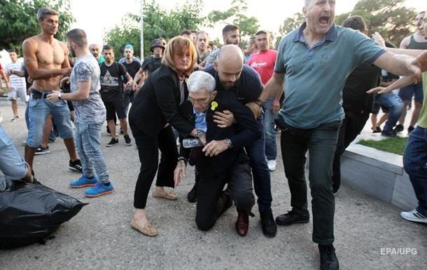 В Греции избили 75-летнего мэра города Салоники - ВИДЕО