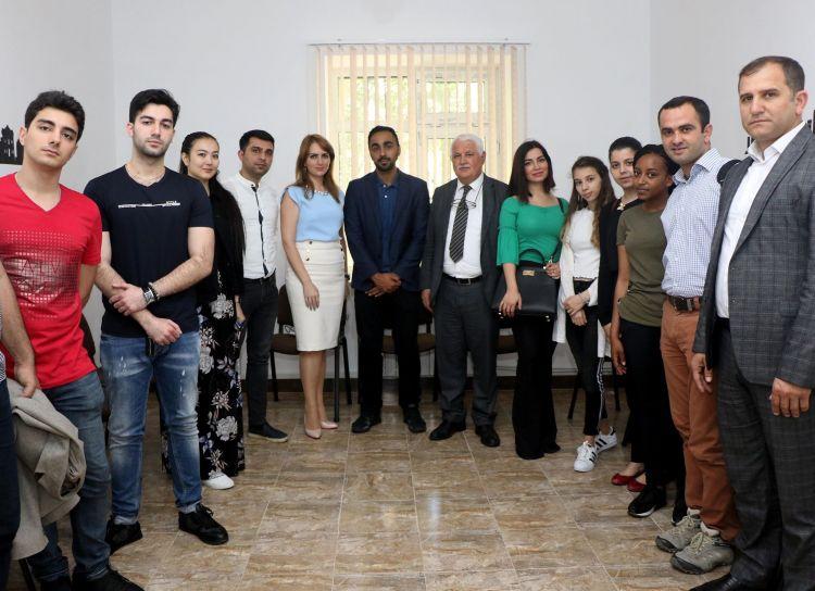 """Журналист медиа-сети """"Альджазира"""" провёл семинар в Eurasia Education Center - ФОТОg"""