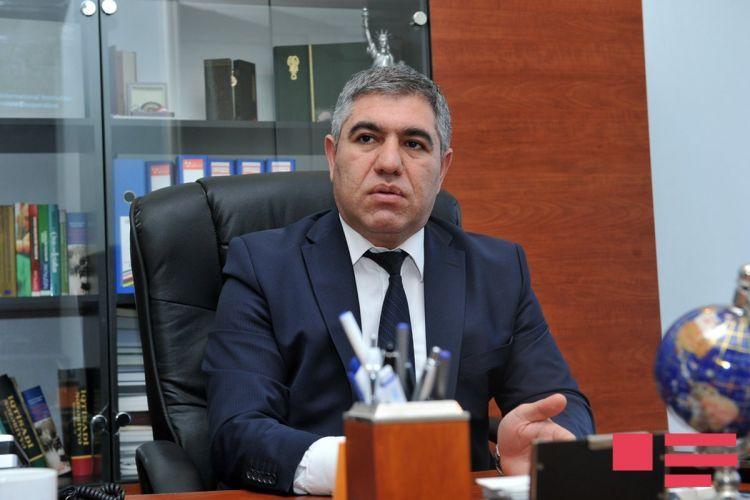 İqtisadçı 200 manatlıq əskinasların dövriyyəyə buraxılmasını tənqid edib
