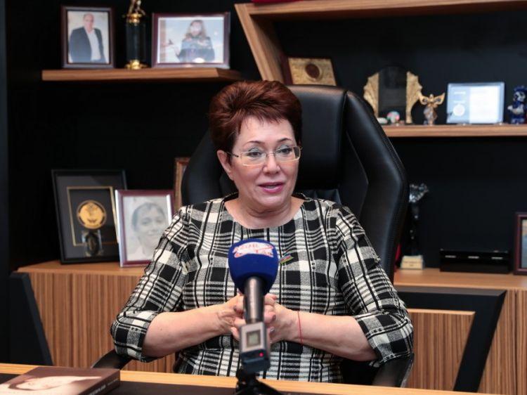 Гейдар Алиев сказал мне: «Пиши, Эльмира, у тебя это неплохо получается»