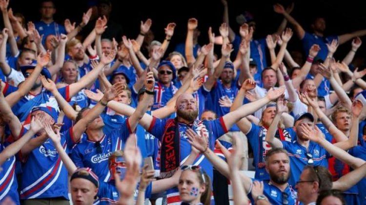 Толпу исполняющих Viking Clap исландцев в Москве сняли на видео - ВИДЕО