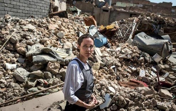 Анджелина Джоли посетила город Мосул в Ираке - ФОТО
