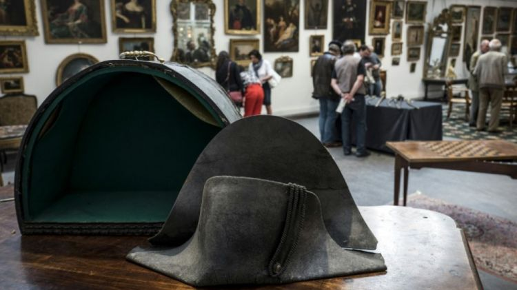 en/news/culture/292567-napoleons-hat-dropped-at-battle-of-waterloo-sells-for-350000-at-auction