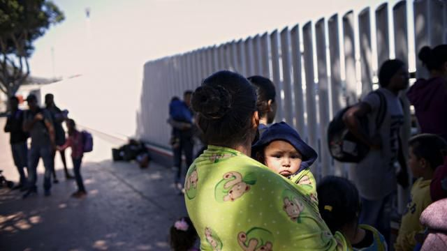 Dems allow separation of parents, children to continue, just to score political points