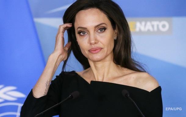 ru/news/culture/293126-pitt-zapretil-djoli-snimat-ix-obshix-detey-v-kino