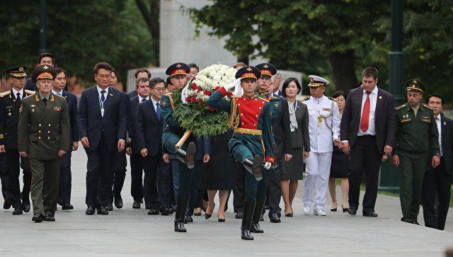 Президент Южной Кореи возложил цветы к Могиле Неизвестного Солдата