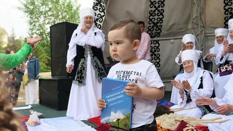 tr/news/culture/293754-kazaklar-dusak-kesme-gelenegini-yasatiyor
