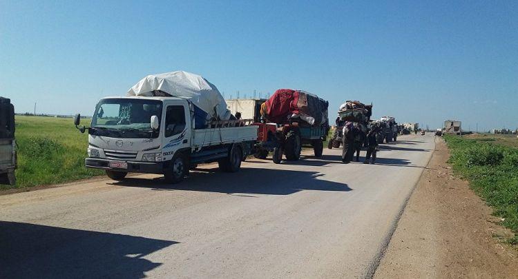 عودة مئات المهجرين إلى بلداتهم في ريفي حلب وإدلب شمالي سوريا