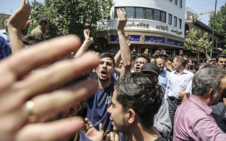 Young Iranians shouting slogans against Hezbollah in Syria