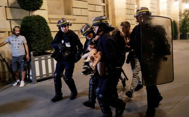 Nearly 300 arrested as France team returns to Paris to celebrate World Cup win