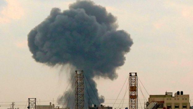 """إسرائيل وغزة: المبعوث الدولي يطالب تل أبيب وحماس """"بالتراجع حالا عن حافة حرب أخرى"""""""