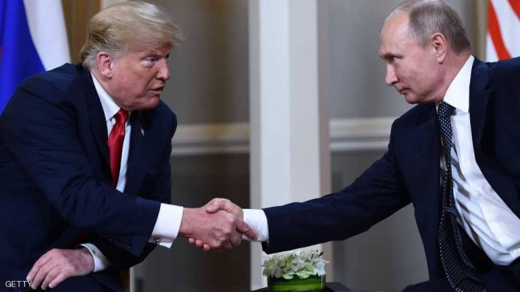 """ترامب يتجاهل الانتقادات ويؤكد على """"العلاقة الودية"""" مع بوتن"""