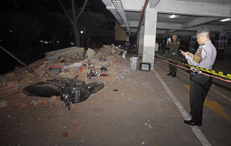 Powerful quake kills 82 on Indonesia's Lombok island, thousands flee homes