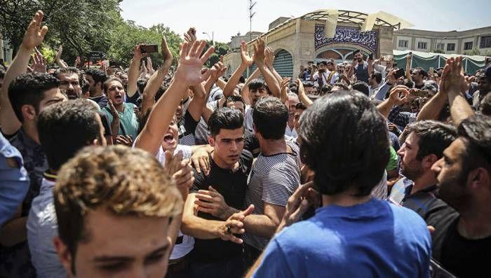 Почему нельзя обвинять иранцев в том, что они живут в условиях тирании?