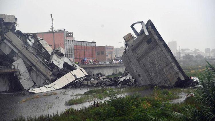 İtalya'da otoyol köprüsü çöktü - 11 ölü