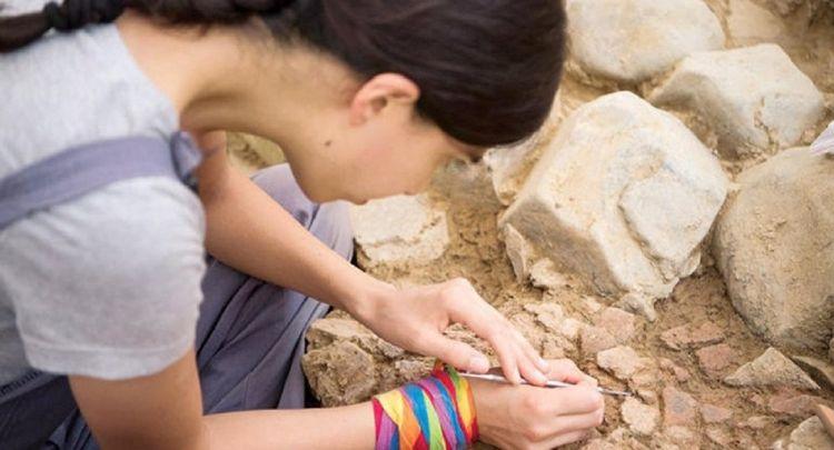tr/news/culture/311462-besiktastaki-kazilarda-5500-yillik-2-figurin-bulundu
