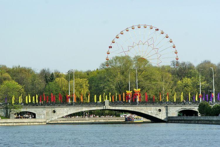 В парке Горького построили колоссальную детскую площадку