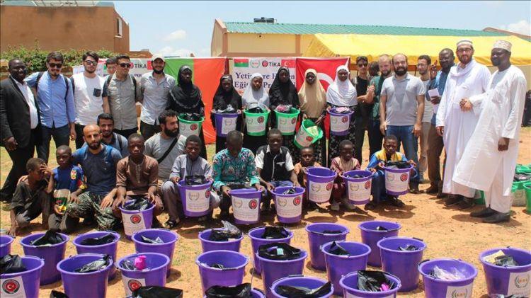 TİKA gönüllüleri Burkina Faso'da yetimlerle fidan dikti