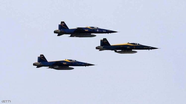 إيران تكشف النقاب عن طائرة مقاتلة جديدة