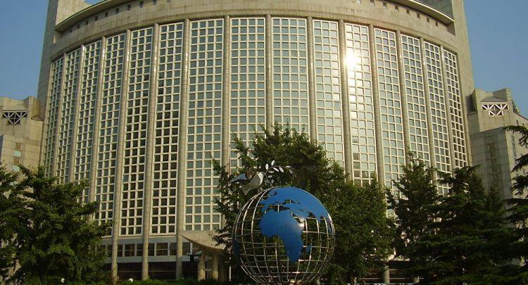 الخارجية الصينية: على الولايات المتحدة تحمل العواقب في حال لم تلغ عقوباتها على بكين بسبب تعاونها مع موسكو