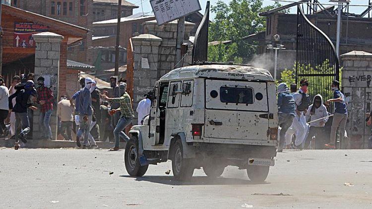 Cammu Keşmir'de çatışma - 3 ölü, 35 yaralı