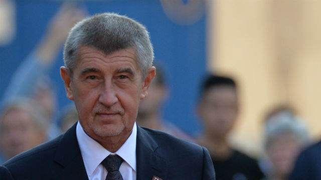 Премьер Чехии подсчитал, сколько весь мир тратит на вооружения
