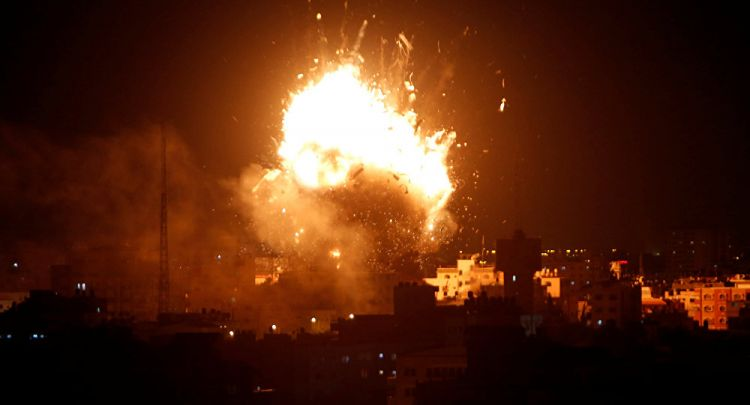 إعلام: إطلاق أكثر من 400 قذيفة صاروخية من قطاع غزة تجاه الأراضي الإسرائيلية