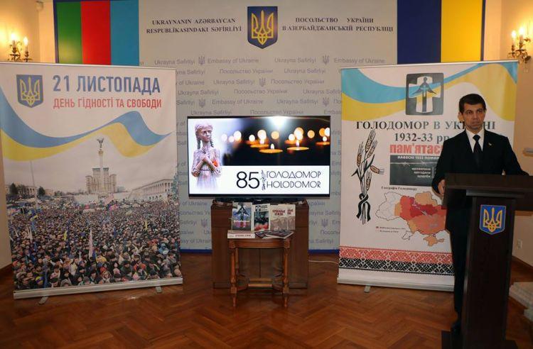 Посольство Украины в АР провело мероприятие, посвящённое «85-й годовщине Голодомора 1932-1933 годов в Украине и 5-й годовщине Революции Достоинства» - ФОТО