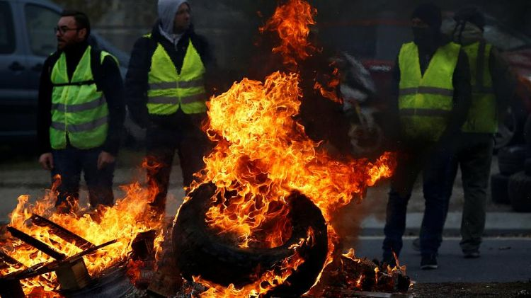 One dead and over 400 injured in fuel protests across France - Renewed