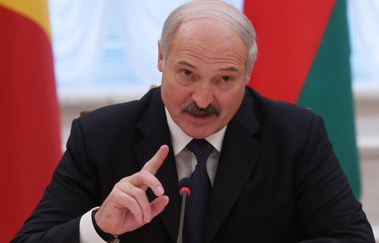 """""""Azərbaycanlılar yad deyil, istədilər, verdim"""" - Lukaşenko"""