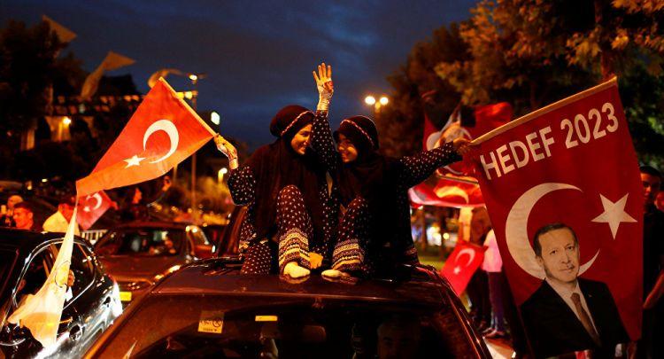 AK Parti'den partilere 50 milyon liralık 'bayrak' çağrısı