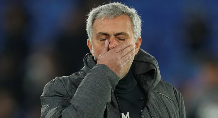 tr/news/sport/344227-manchester-united-mourinho-ile-yollarini-ayirdi