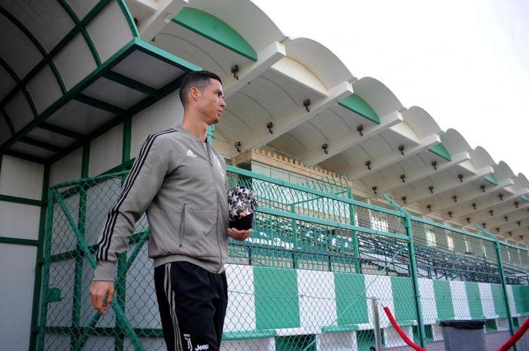 en/news/sport/350015-cristiano-ronaldo-meets-fans-in-jeddah-ahead-of-italian-supercup-final-with-ac-milan