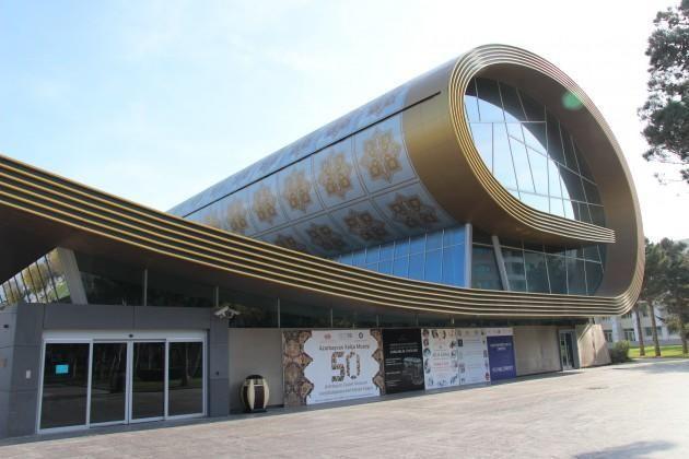 النشرة  اللاتفية تكتب عن متحف السجاد الرائع في باكو