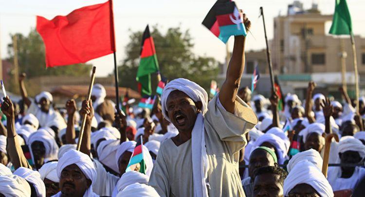 """برلماني سوداني لـ""""سبوتنيك"""": الثورة أصيبت بنكسة من بعض أنصارها والحوار هو الحل"""