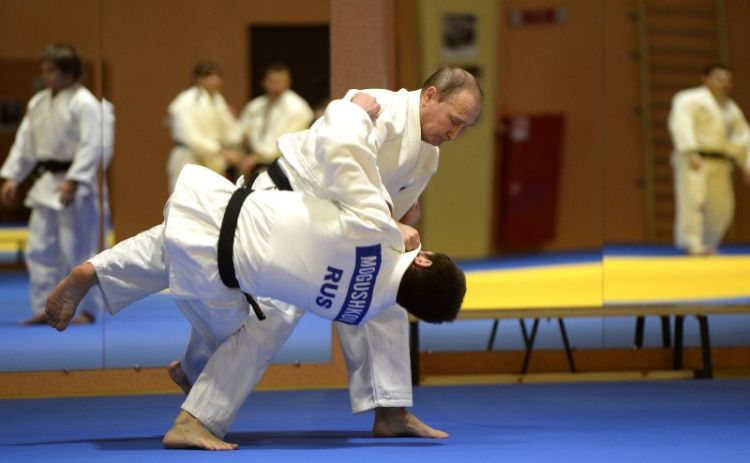 Putin injures his finger during judo training