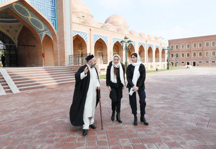 """زيارة النائب الأول للرئيس مهريبان علييفا لمجمع""""إمام زاده""""  الديني في كانجا"""