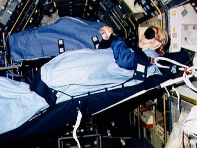 az/news/sience/358167-kosmosda-kosmonavtlar-nece-yatirlar