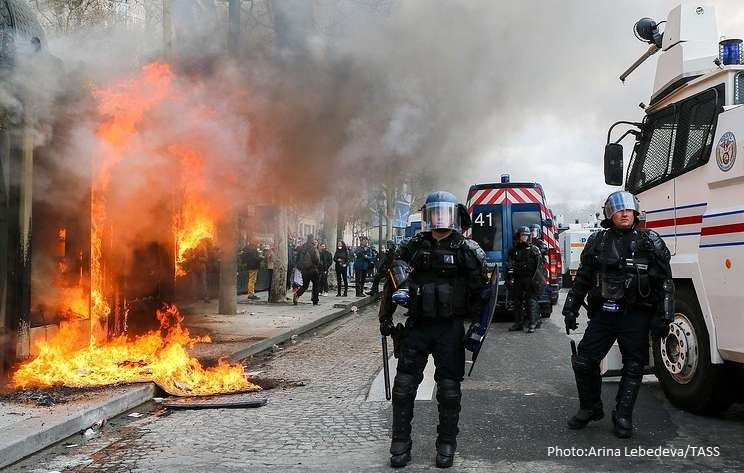 Nearly 200 detained after Saturday's 'Yellow Vest' protests in Paris - TV