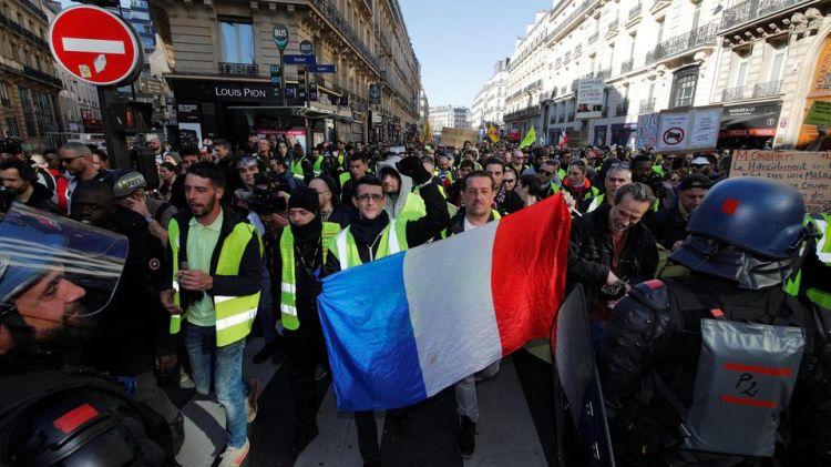 """""""السترات الصفراء"""" ينظمون احتجاجات وسط تعزيز أمني بباريس"""