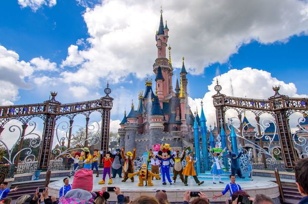 """""""Disneyland""""də """"silah səsləri"""" vahimə yaratdı - VİDEO"""