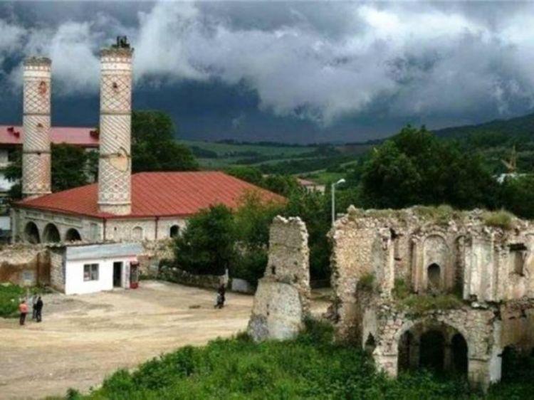 Bir grup Türkdilli, Khankendi'de Azerbaycanlılara hakaret etti. - VİDEO