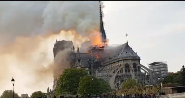 Есть версии причины пожара в Париже