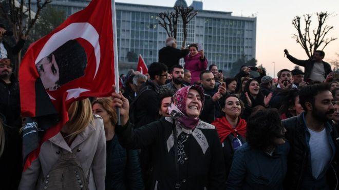 İstanbul'da mazbata kutlaması: - 'Yıllardır bu günü bekliyorum'