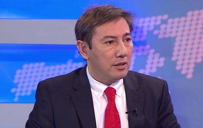 """جميع القرارات  تتخذ في موسكو والولايات المتحدة تريد التدخل فقط """" - الخبير السياسي يعلق على المبادرة الأمريكية"""