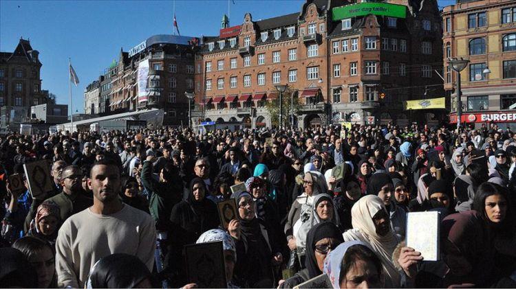 Danimarka'da Müslümanlardan Kur'ana ve kutsal kitaplara saygı yürüyüşü
